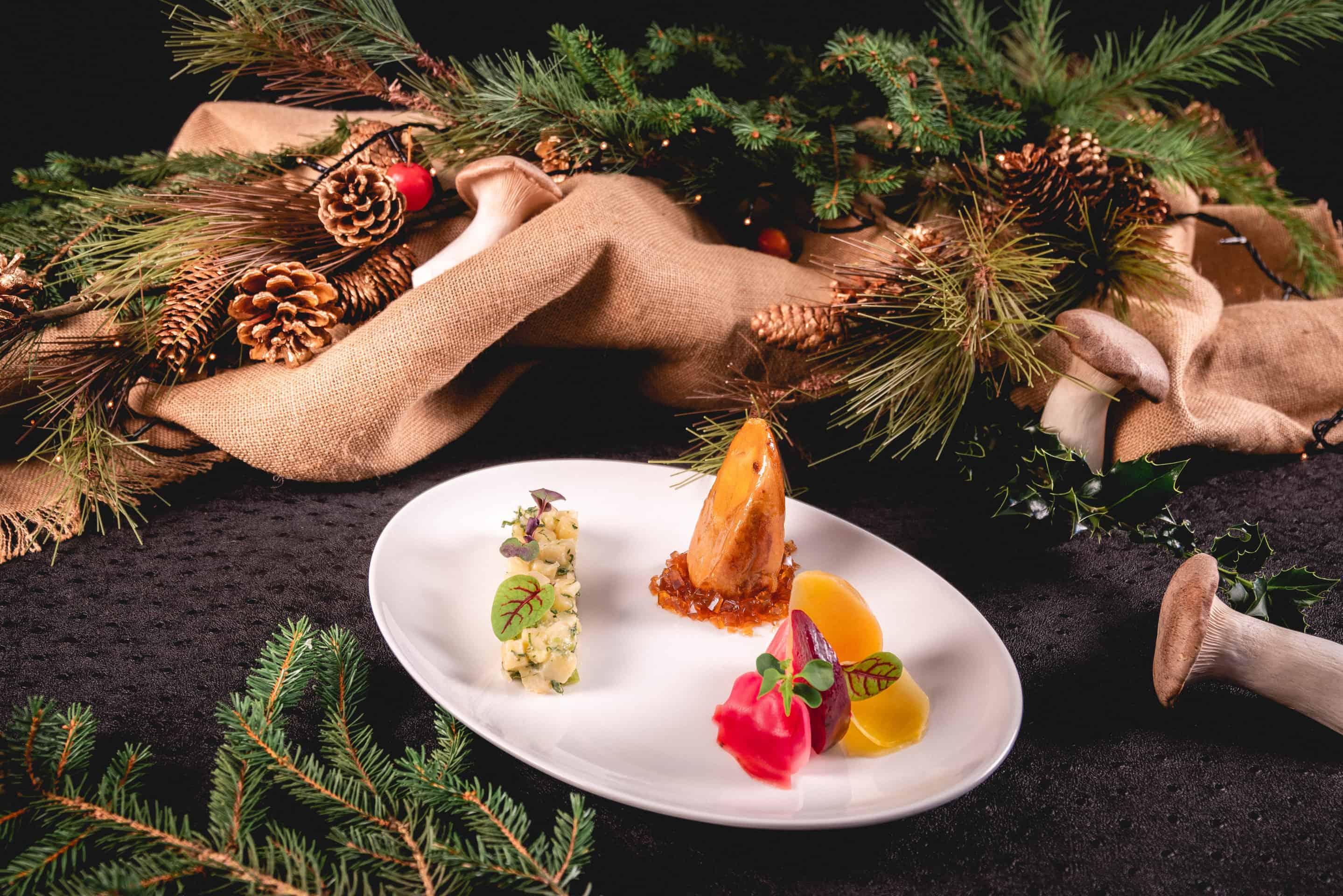 pintade-foie-gras-poele-truffe-risotto-celeri-pickles-betterave-maison-steffen-fetes-menu-nouvel-an-noel