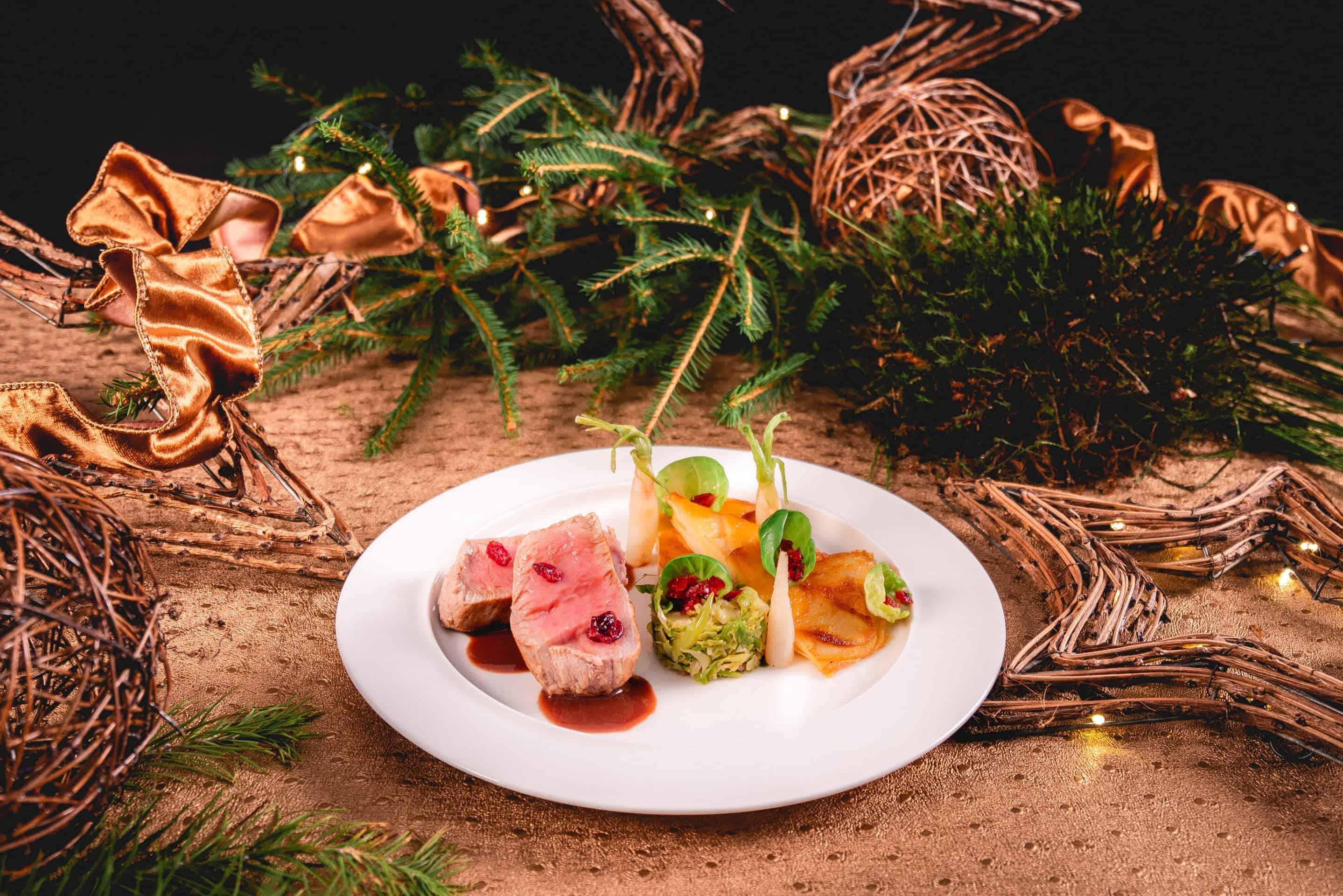medaillon-veau-filet-airelles-radis-glacon-petale-chou-bruxelles-mille-feuille-pomme-de-terre-panais-lisanto-maison-steffen-fetes-menu-5